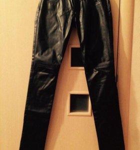 Кожаные брюки S и кофточка 42-44