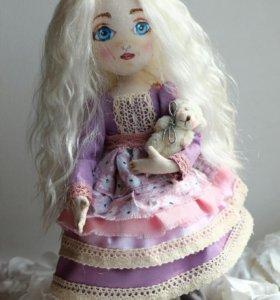Текстильная куколка Амелия с мишуткой