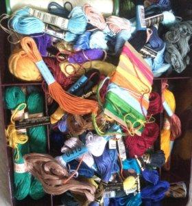 Коробка-органайзер с мулине и канвой