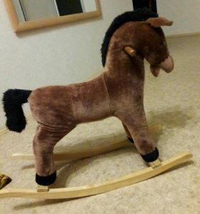 Детская качалка лошадка...Махает хвостиком и ржет