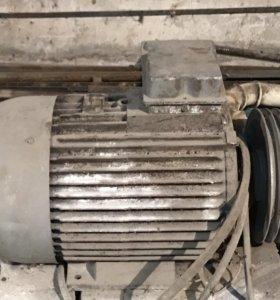Эл/двигатель 2-х скоростной 18,3 Квт и 13кВт