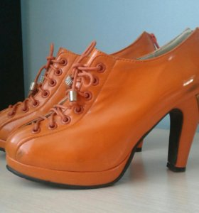 Весенняя обувь на каблуке.
