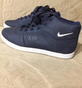Продаются кроссовки,новые