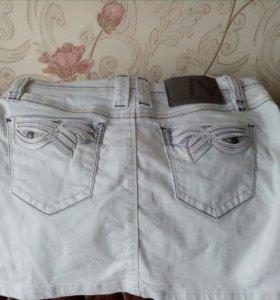 Новая юбка джинсовая белая. Длина 33-34см