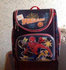 Школьный портфель и книжки