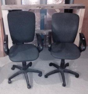 Продам кресла, столы.