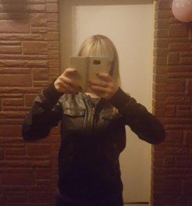 Коженная Курточка 42 р.(эко кожа)