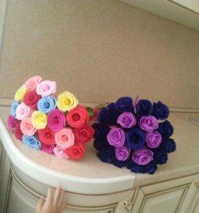 Розы из гофра бумаги.
