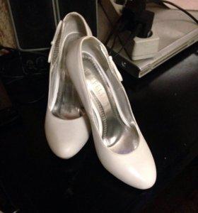 Туфли белые 36
