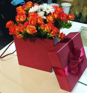 Букет из кустовых роз в коробочке