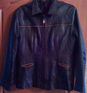 Куртка кожаная темно-синяя 46 размер, 1500 руб.