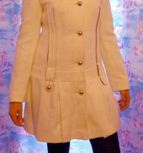 Пальто стильное