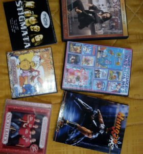DVD-плеер. В подарок - около 100 дисков