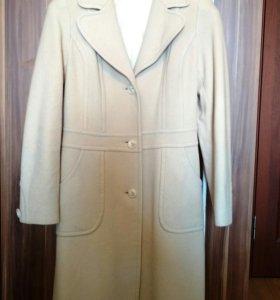 Пальто приталенное, демисезонное цвета слоновой ко