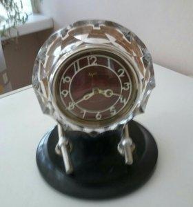 Часы в хрустальной оправе #символ эпохи#