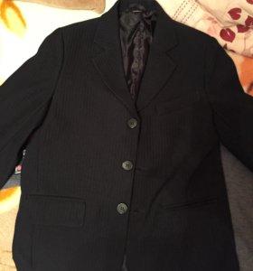Пиджак и две жилетки для мальчика