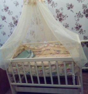 Кроватка детская ,все в комплекте