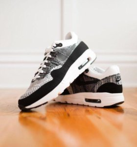 Nike Air Max 1 Flyknit Black