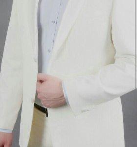 Мужской фирменный костюм