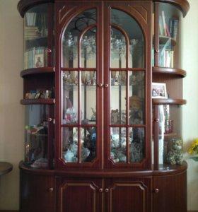 Буфет-шкаф в идеальном состоянии (цвет орех)