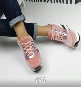 Женская обувь на танкетке
