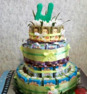Оформление тортиков из сладостей.