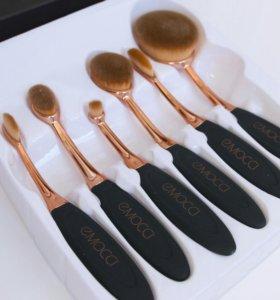 Набор овальных кистей для макияжа