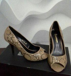 Продаю туфли р38 на 37