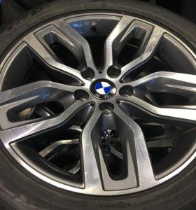 Продам комплект шин с дисками на BMW X5 X6