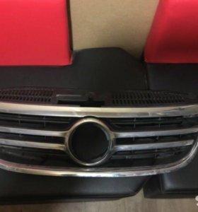 VW Tiguan решетка радиатора/облицовка дорест.