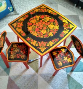 Детский стол + 2 стульчика