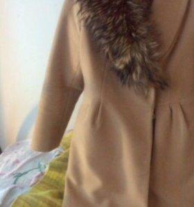 Пальто бежевое шерсть 100 зимнее утепленное