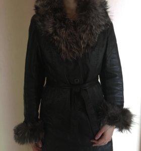 Продаётся кожаное пальто с мехом чернобурки