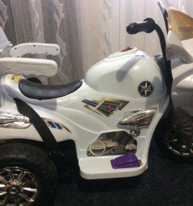Мотоцикл на аккумуляторе+к нему пульт управления