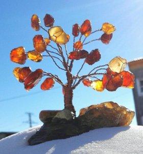 Дерево из натуральных полудрагоценных камней.