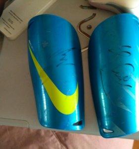 Щитки футбольные Nike mercurial с афтографом