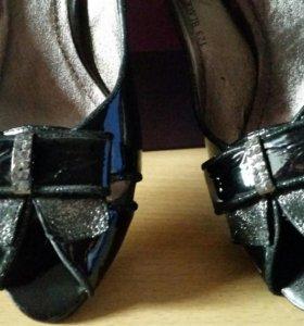 Нарядные туфли 👠 новые натуральная лаковая кожа