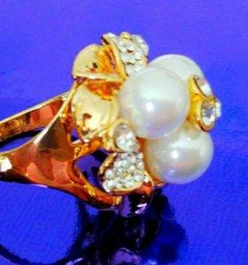 Шикарное кольцо с жемчугом и феонитами.