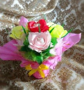 Весенний букетик из роз с рафаэлками