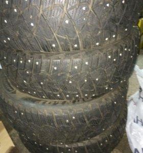Комплект зимних шин 205/60/16 Dunlop