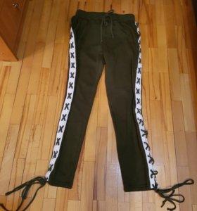 Продаются штаны на шнуровкн