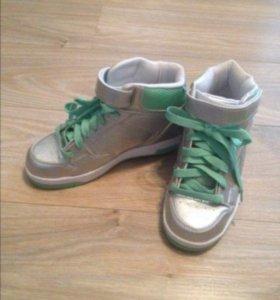 Новые роликовые кроссовки Heelys