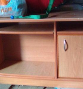 Вместительный стол для вещей.до конца недели 1500