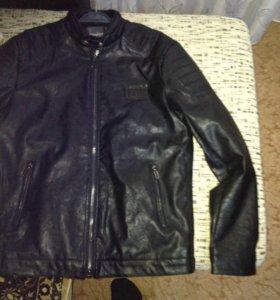 Новая кожаная куртка для мото.