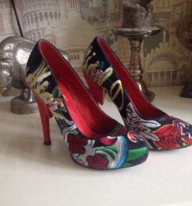 Джинсовые туфли с вышивкой