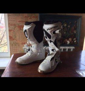 Ботинки для мотоцикла