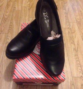 Женские туфли на танкетке новые