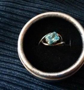 Кольцо серебряное с топазом р. 18
