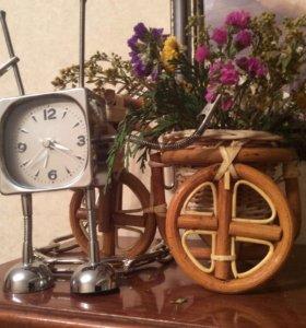 Часы с будильником и двумя прищепками