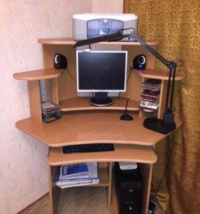 Персональный компьютер со столом